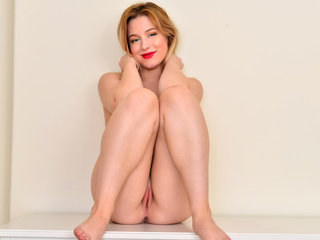 Amateur coed Darcy Rosa may look sweet and..
