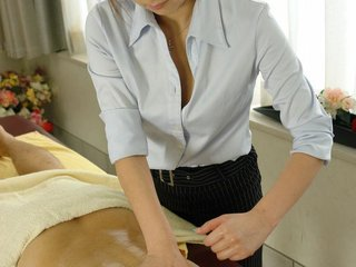 Anna Mizukawa Asian massages man with oil and..